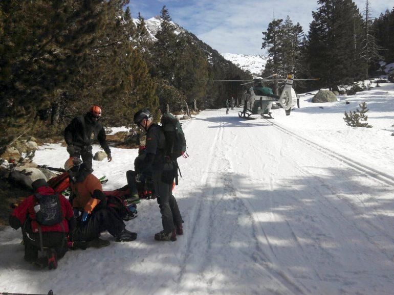 El GREIM de Benasque rescata a una montañera en las inmediaciones de los Llanos del Hospital