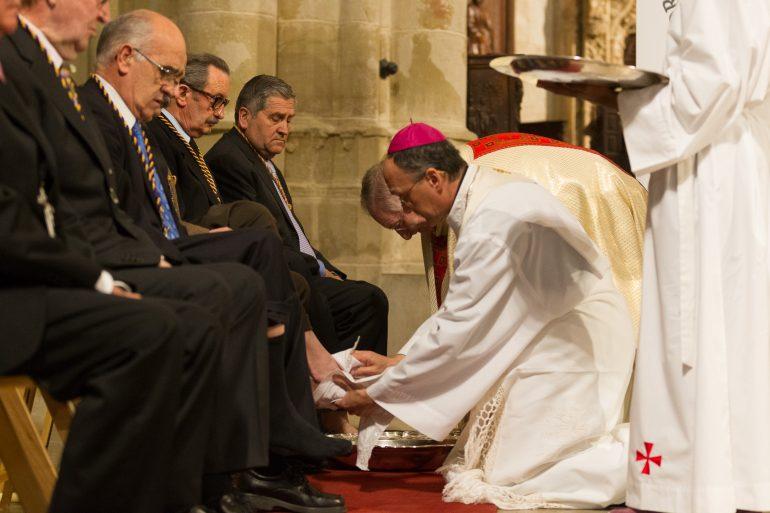 Jueves Santo: El obispo Don Julián celebra la misa de la Última Cena en la catedral de Huesca