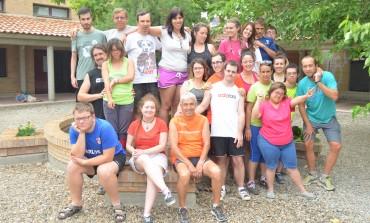 Estudiantes españoles y jóvenes con discapacidad intelectual conviven en un campo de trabajo para construir el albergue La Sabina en Fonz