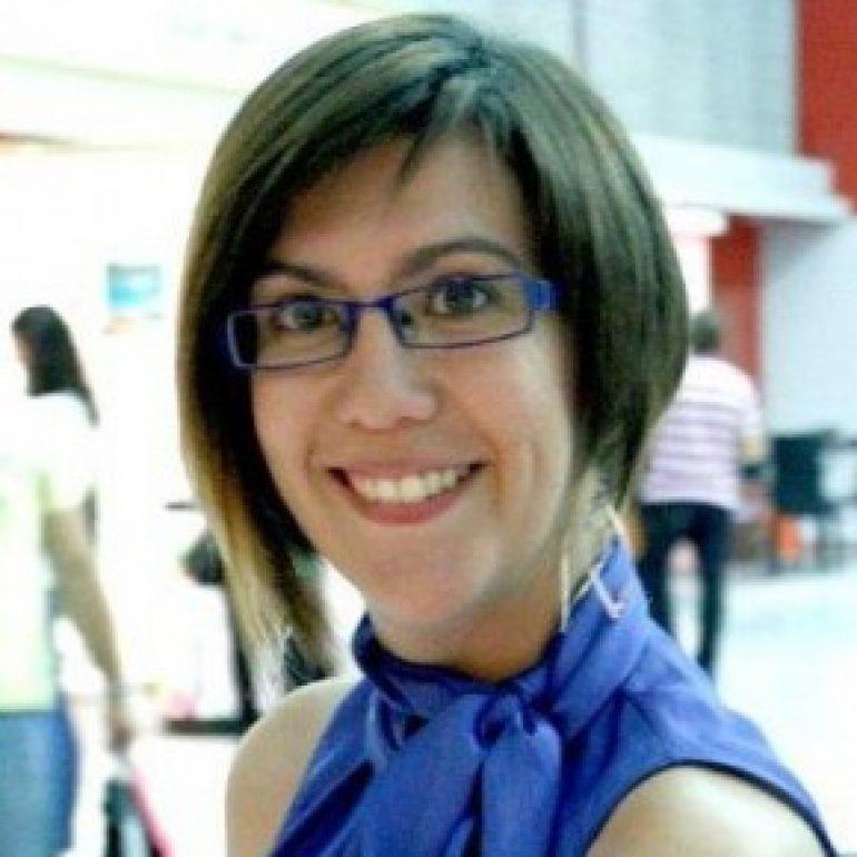 Nuria Casanova, de Veintiocho Comunicación Creativa, en el ciclo 'Sumando Experiencias con Directivas' en Huesca