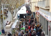Miles de productos a la venta en los 325 puestos de la Feria de la Candelera en Barbastro