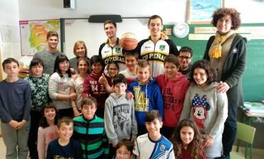 El Peñas Huesca recorren los colegios para conversar con los alumnos en inglés