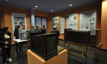 La exposición que recupera el saber desde los albores del periodismo con la imprenta abre sus puertas en Huesca