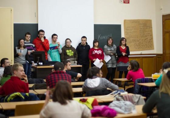 Poetas de Down Huesca presentan el poemario 'Poesías de amor y amistad'