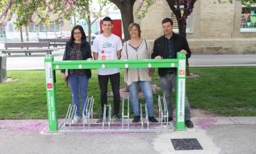 El Ayuntamiento pone en servicio un punto de recarga de bicicletas eléctricas en el Centro Manuel Benito Moliner