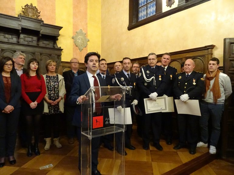 El alcalde subraya la colaboración institucional en seguridad ciudadana en la festividad de la Policía Local