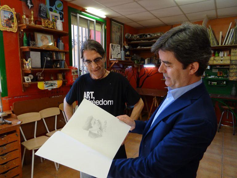El alcalde conoce el proyecto artístico que desarrolla la Escuela Infantil Municipal con Fernando Sanagustín