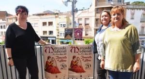 Elena Viu, Monica Perat y Maris a Montes en el Ayuntamiento.
