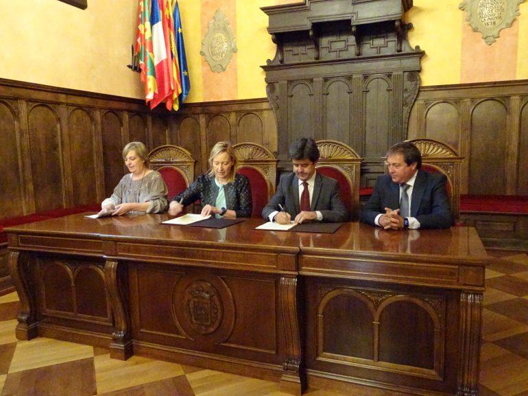 El Ayuntamiento y SODIAR firman un convenio para crear un fondo de apoyo a emprendedores en Huesca