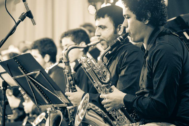 Unas setecientas personas convierten el polideportivo de Fonz en una divertida pista de baile con la IV Trobada de Jazz