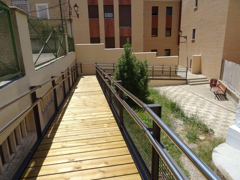 El Ayuntamiento habilita una rampa para hacer accesibles las aulas del taller de empleo y escuela taller desde la Costanilla de Oteiza