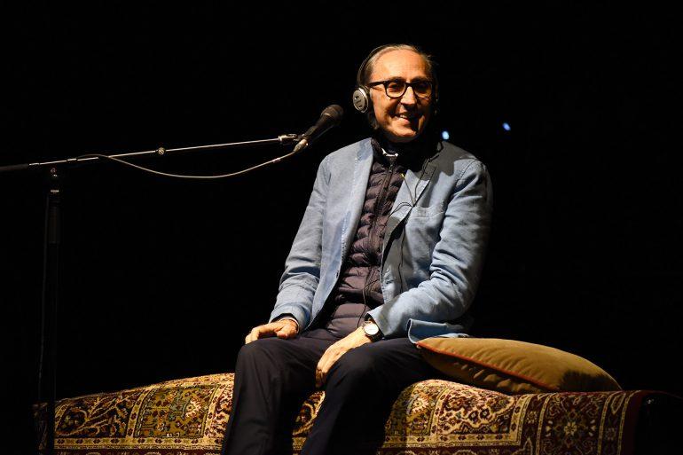 Franco Battiato firmó un concierto destinado a perdurar en la historia de Pirineos Sur