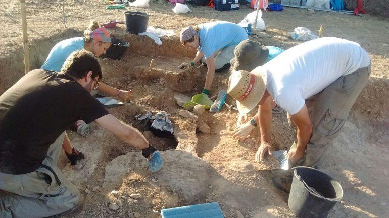 La Campaña Arqueológica de Los Monegros halla un asentamiento de hace 3.000 años en un yacimiento de Sena
