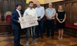 """El alcalde de Huesca entrega el premio al ganador del III Concurso Internacional de Relato Corto """"Huesca, Leyenda Viva"""""""