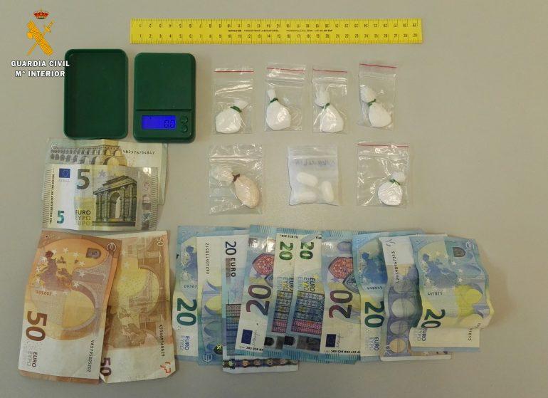 La Guardia Civil investiga a dos personas por un supuesto delito de tráfico de drogas