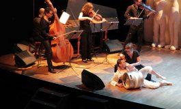 'Free Bach 212', el choque de jarras de La Fura dels Baus