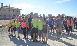 Unas 400 personas machan por Fonz para apoyar la culminación del albergue de Down Huesca