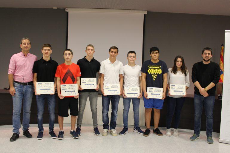 Nueve jóvenes deportistas de Binéfar reciben becas municipales por su especial proyección por valor de 6.000 euros