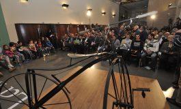 Encuentro histórico en la DPH del ciclismo altoaragonés cuyos inicios cumplen 150 con la primera bici creada en Huesca