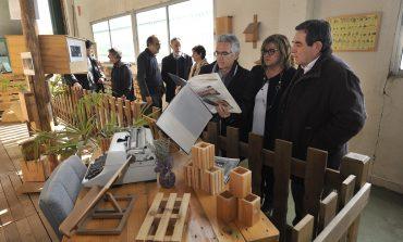La DPH aporta financiación estable a los talleres de empleo de Arcadia que emprende una línea de mobiliario de diseño: Hueskea
