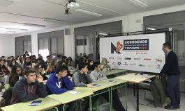 """Las charlas del proyecto """"Conócenos hacemos cosas apasionantes y estamos aquí"""" llegan a su ecuador con gran éxito en los Centros Educativos"""