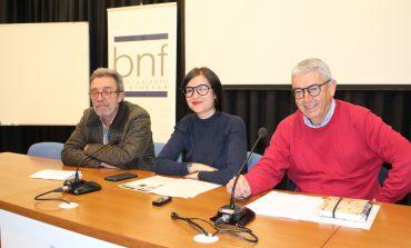 Versos de los jóvenes de la Asociación Down Huesca para alegrar a los viandantes de Binéfar