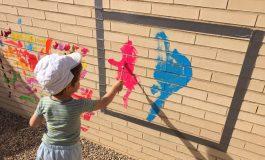 Maridaje perfecto el Arte de la Asociación Down y los peques de la Escuela Infantil Las Pajaritas de Huesca