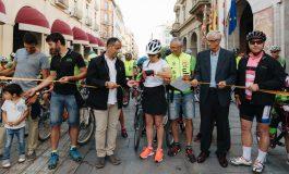 Cerca de 200 personas pedalean por el respeto mutuo en una ruta que ya es más segura para ciclistas