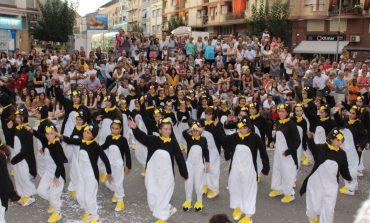 El desfile de carrozas despide las fiestas mayores en Tamarite de Litera