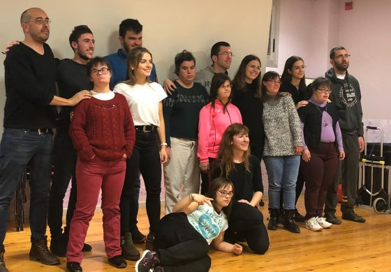 Usuarios de Down Huesca y estudiantes de Magisterio escenifican el proyecto 'Laboratorio desde el cuerpo'