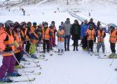 Los más pequeños disfrutan de la nieve en la mayor campaña de esquí escolar en las estaciones Altoaragonesas