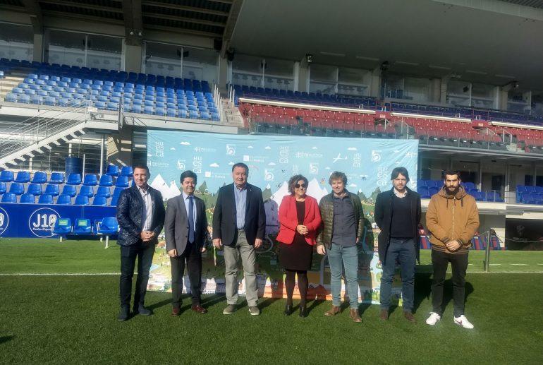 Los jugadores de la Sociedad Deportiva Huesca muestran la Magia del Alto Aragón