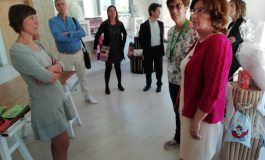 Cruz Blanca presenta sus propuestas electorales a la consejera de Derechos Sociales y al alcalde en su visita a la casa familiar de Huesca