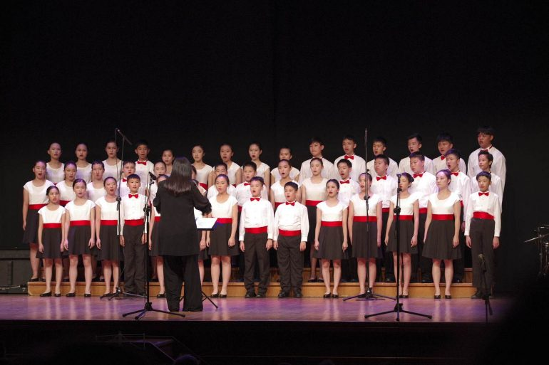 El Yip's Children Choir de Hong-Kong cautiva al público jaqués
