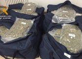 La Guardia Civil interviene 100 kilogramos de marihuana perfectamente envasada y detiene a dos personas