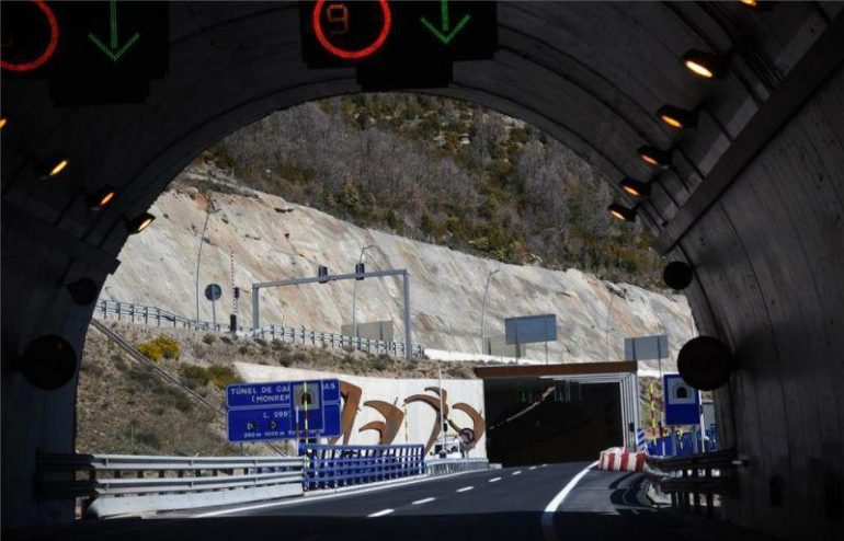 La Guardia Civil investiga a un conductor por adelantar de forma temeraria dentro de un túnel del Monrepós