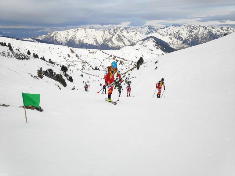 El equipo aragonés de esquí de montaña aspira este fin de semana a conseguir tres títulos en la Copa de España
