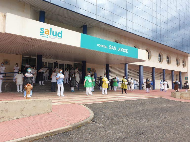 Los profesionales aragoneses manifiestan en silencio su repulsa a las palabras de la consejera de Sanidad