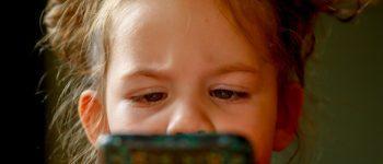 ¿Cómo y por qué deberías monitorear el móvil de tus hijos?