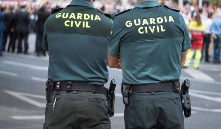 La Guardia Civil investiga a 20 personas por falsedad documental