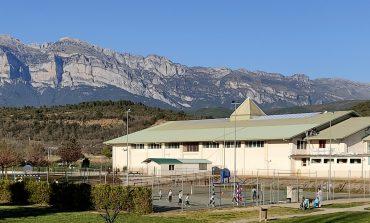 El Ayuntamiento de Aínsa-Sobrarbe pone fin a las deficiencias del tejado del pabellón deportivo