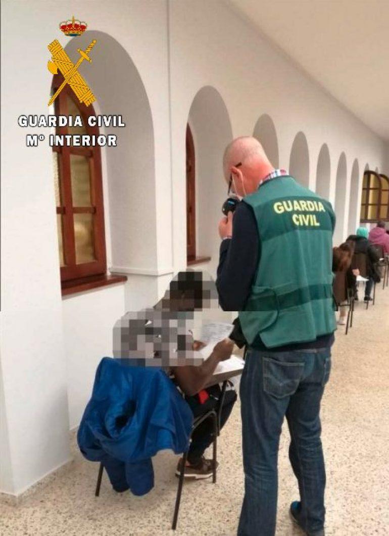 La Guardia Civil investiga a dos personas por usurpación de estado civil