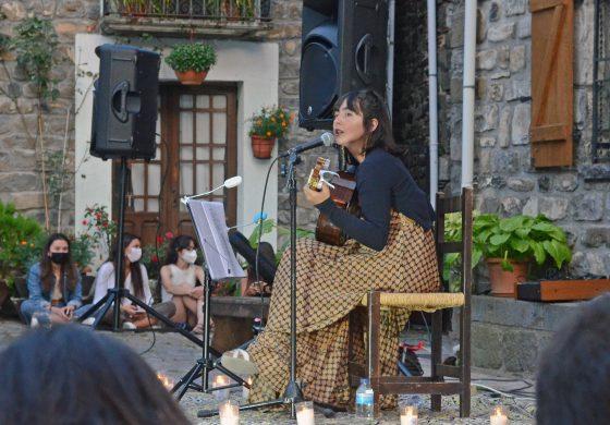 La joven cantautora jacetana Emma Sánchezpublica Pandora, suprimer álbum