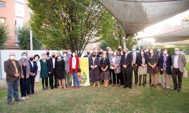 El Colegio de Médicos de Huesca homenajea a los sanitarios jubilados en la entrega de sus Premios Científicos